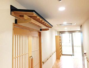 浴室入口の木製後付ガルバリウム庇5